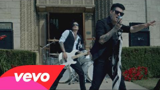 "ESCAPE THE FATE : ""Picture Perfect"""