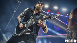 FIVE FINGER DEATH PUNCH • Le groupe annonce son nouveau guitariste officiel
