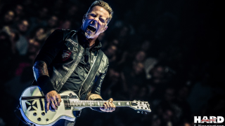 "James Hetfield • ""Turn The Page"" en version acoustique"