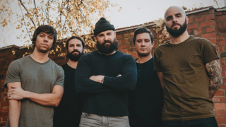 "AUGUST BURNS RED • Le groupe de Lancaster a publié le single ""Standing In The Storm"""