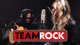 "THE PRETTY RECKLESS : ""House On A Hill"" (acoustique)"