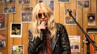 "THE PRETTY RECKLESS : ""Heaven Knows"" (Acoustic Live) @ 1029 The Buzz Acoustic Sessions"