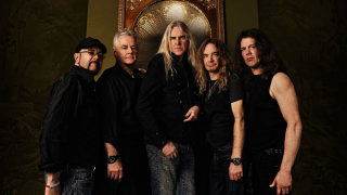 "SAXON • Réédition de ""The Eagle Has Landed"""