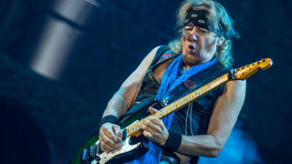 Adrian Smith • Une biographie pour le guitariste d'IRON MAIDEN