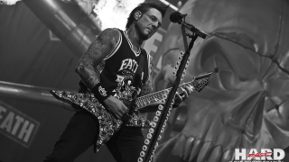 FIVE FINGER DEATH PUNCH • Jason Hook remplacé temporairement