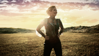"Anneke van Giersbergen  • ""Hurricane"" 2e extrait de son album ""The Darkest Skies Are The Brightest"""