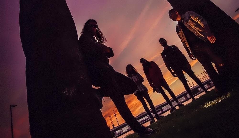 DIRTY BLACK SUMMER Sortie du premier EP en mai.